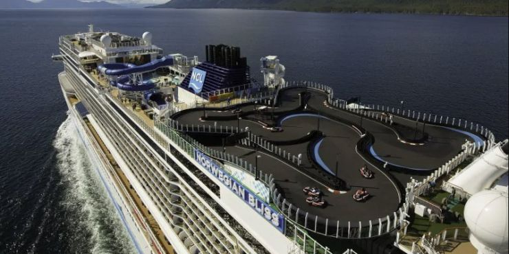 Una pista de karting en un crucero