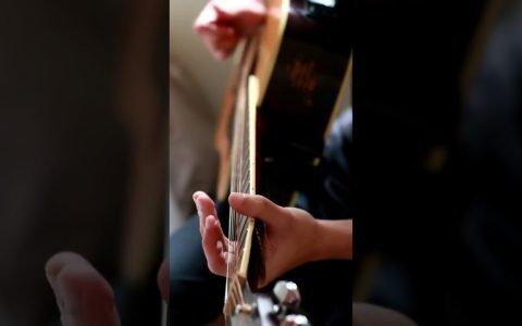 La canción de la guitarra rota