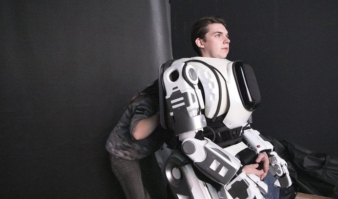 BORIS: El robot ruso de última generación que resultó tener a un tío sudando dentro