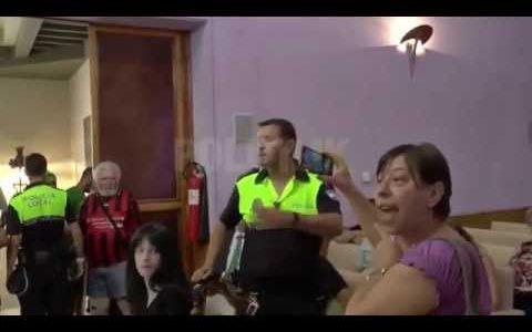 """""""¡LA INTENTAO AGREDIR! ¡LO TENGO GRABAO!"""""""