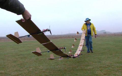 9 aviones de radio control unidos por las alas