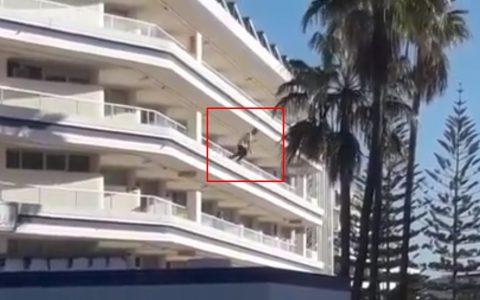 Un turista drogado se lanza al vacío desde un cuarto piso en la Playa del Inglés