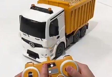Hay algo fuera de lo común en este camión teledirigido ¿adivinas qué?