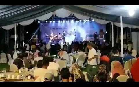 Tsunami arrasa con todo durante un concierto en Indonesia