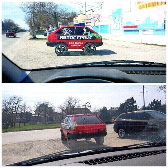 Un coche con dos partes traseras