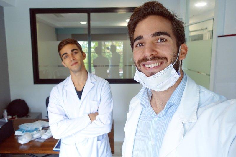 2 Bros 1 Crowdfunding: Arreglando la piñata de gente sin recursos