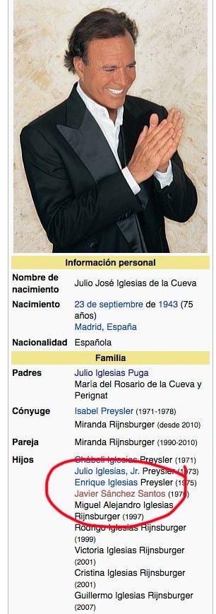 Bueno pues ya sabemos por qué robaron el ADN de Julio José Iglesias mientras hacía Windsurf...