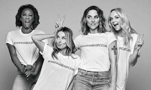 """Camisetas para recaudar fondos para la """"justicia de género"""" fabricadas por mujeres en condiciones inhumanas"""