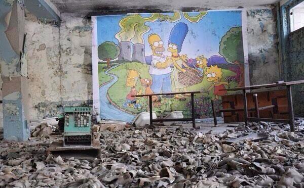 Mural de Los Simpsons abandonado en un edificio de Chernobyl.