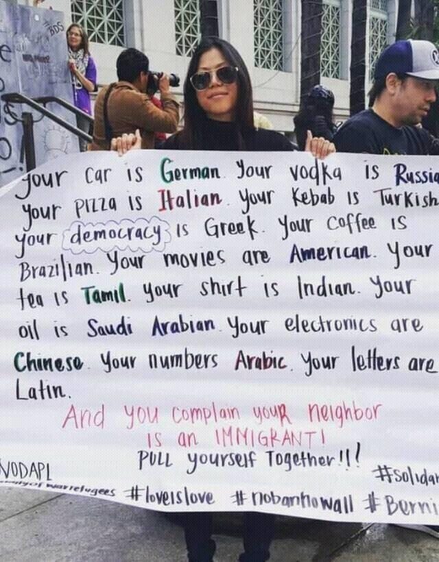 Gran pancarta contra el racismo