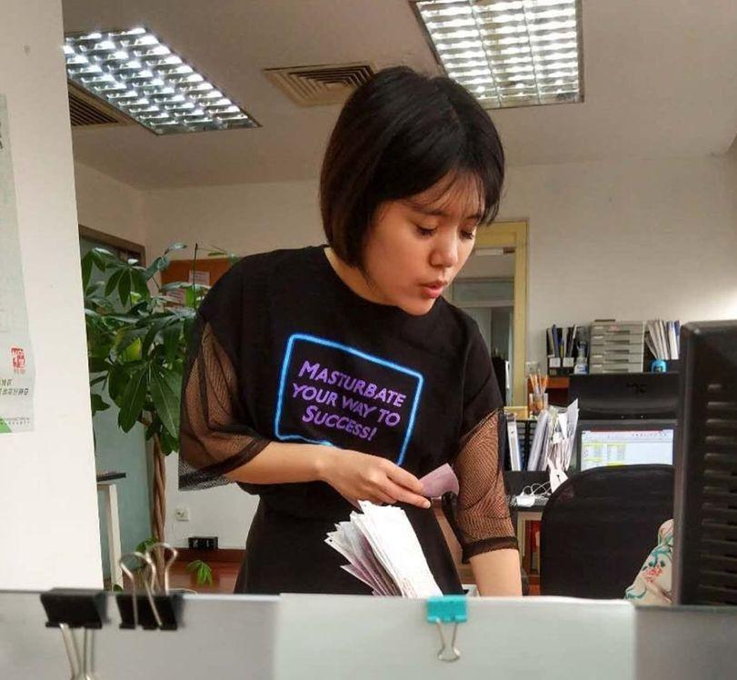 """Y hoy en """"Camisetas en inglés de chinos que no saben ingles""""..."""