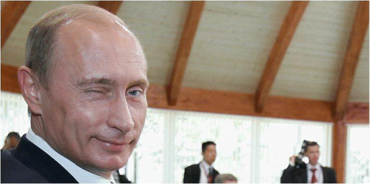 Putin agradece a las mujeres por cuidar de los hogares y mantenerse guapas en el día internacional de la mujer