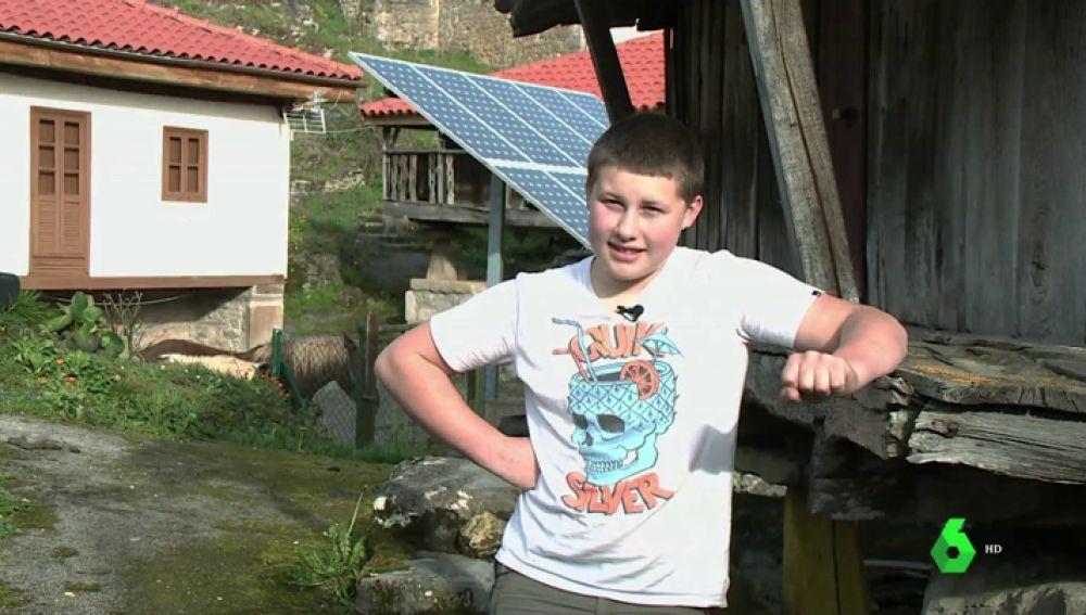 Entrevista al único niño que queda en un pequeño pueblo de Asturias