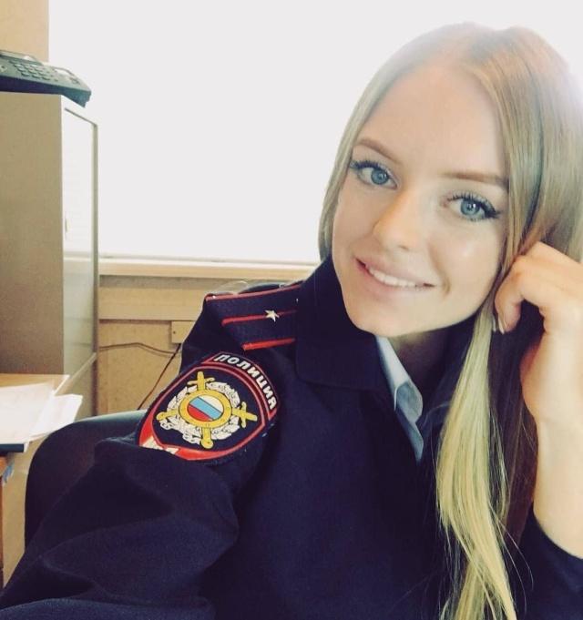 Una de rusas con uniforme [62 Fotos]