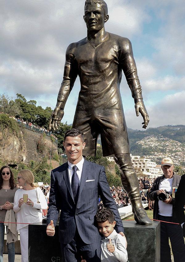 Cámara oculta: David Beckham reacciona a su estatua con un cromosoma de más