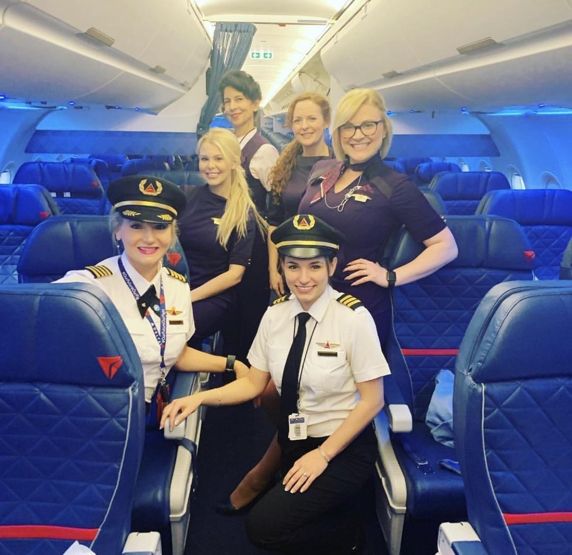 """""""La primera tripulación sin un solo hombre de mi madre como piloto de un Airbus A320"""""""