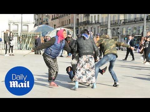 Tangana entre inmigrantes en Sol