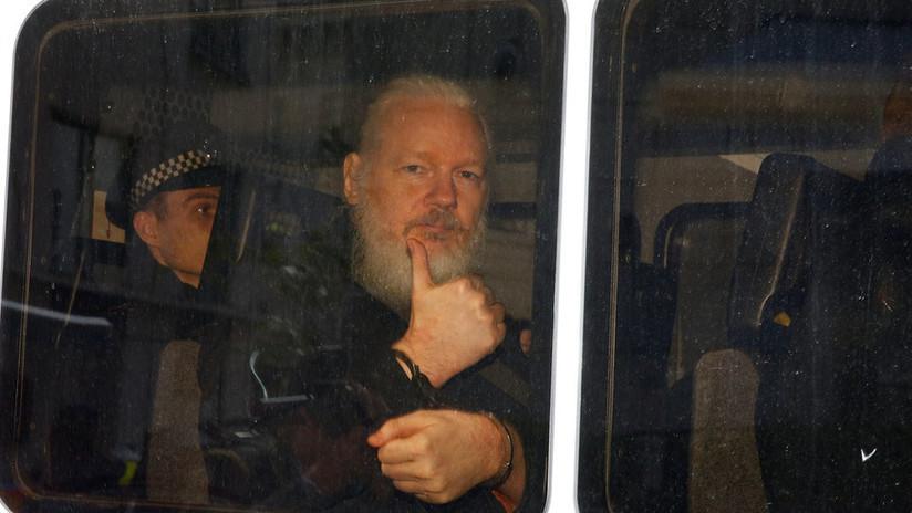 La salida completa de Julian Assange de la Embajada de Ecuador