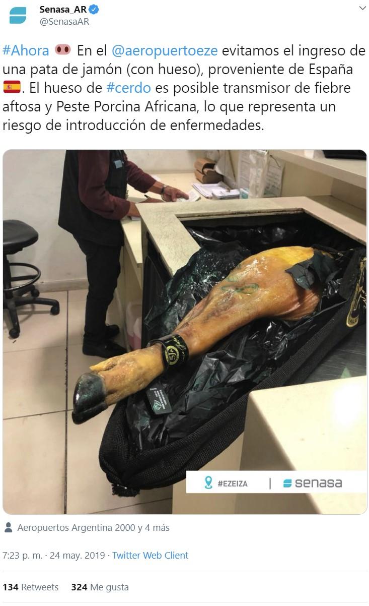 En un aeropuerto de Argentina se están dando un buen homenaje ahora mismo...