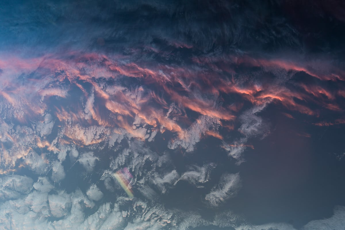 Un astronauta captura espectaculares imágenes de cómo luce un atardecer desde el espacio