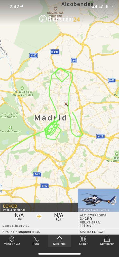 Esta tarde el helicóptero de la Policía Nacional ha dibujado un sipote enorme en el cielo de Madrid
