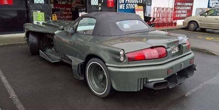 Réplica vomitiva de un Rolls Royce usando la base de un Mazda MX5