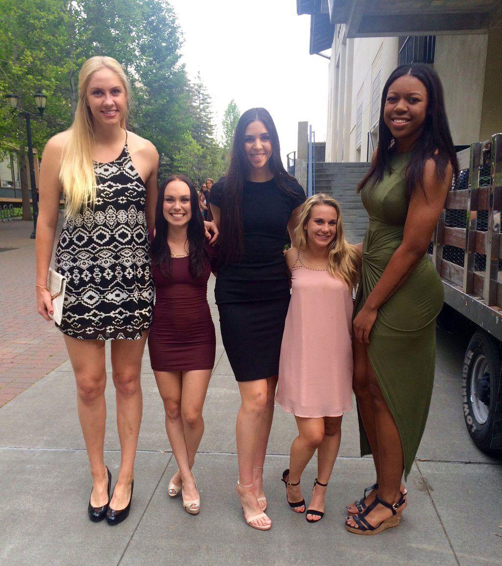 Jugadoras de basket y sus cheerleaders
