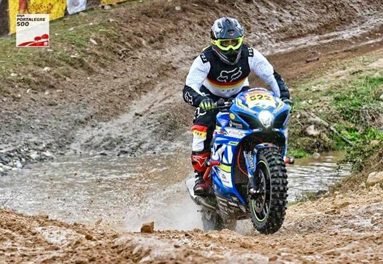 Participa en una carrera off-road... con una Suzuki GSX-R 1000