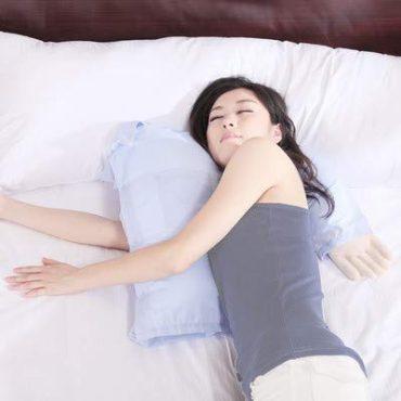 La almohada pensada para hombres con pareja que no quieren perder un brazo por falta de riego sanguíneo