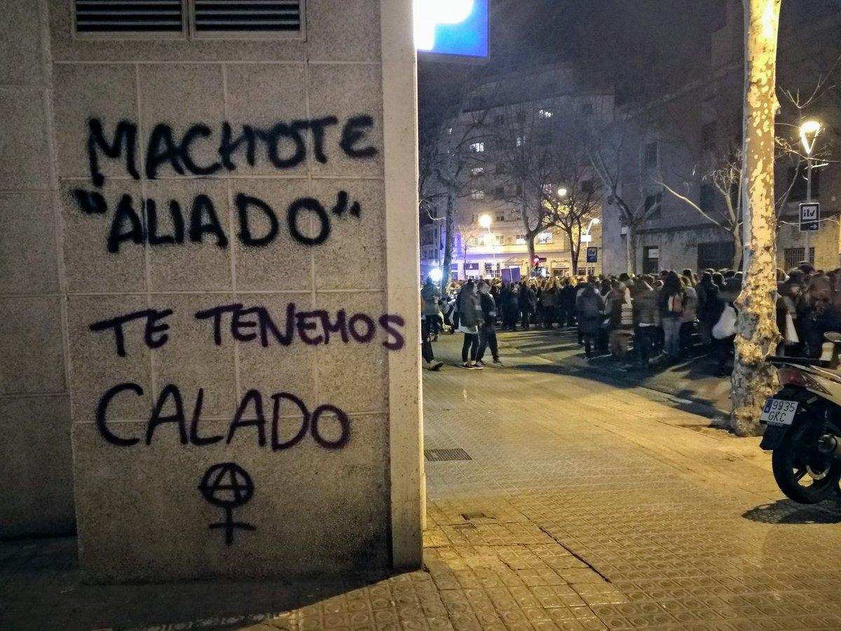 Aparecen pintadas contra el edil de Feminismo en Fuenlabrada: «¿Un hombre luchando contra el patriarcado?»