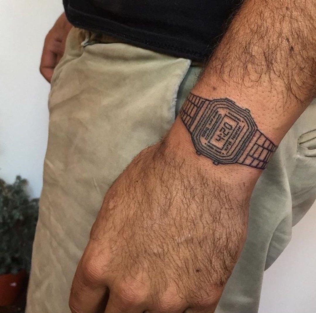 Vale, muy original el tatu, pero... está al revés