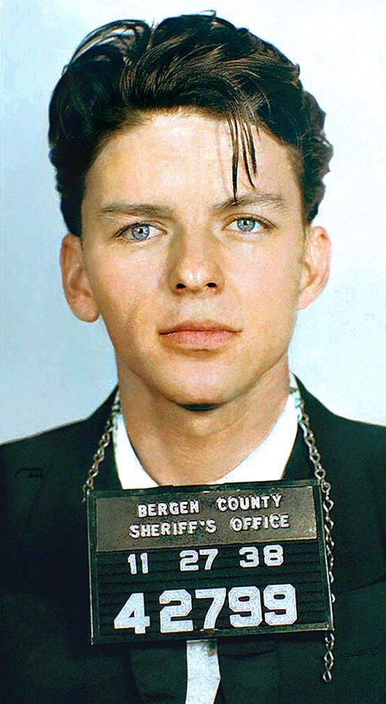 """Frank Sinatra detenido por """"seducción"""" y adulterio (27/11/1938)"""