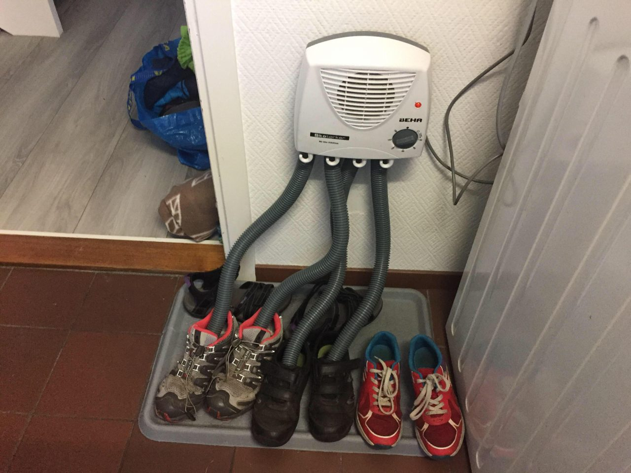 Máquina para secar (y calentar) zapatos vista en Noruega