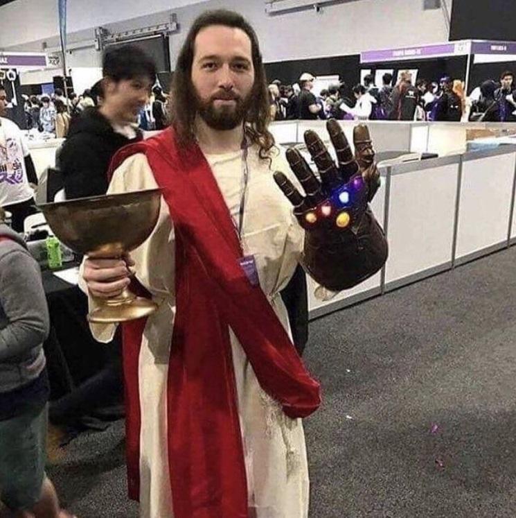 Cuando dicen que Thanos es malo por querer eliminar a millones de personas para volver a empezar