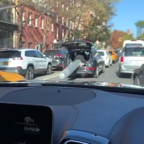 El negro del guasap yéndose en taxi después de su cita Tindеr