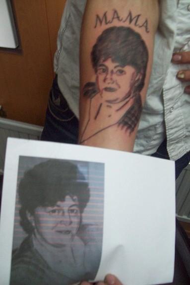 25 espeluznantes tatuajes de padres en homenaje a sus pobres hijos
