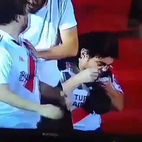 Aficionados animando a Maradona