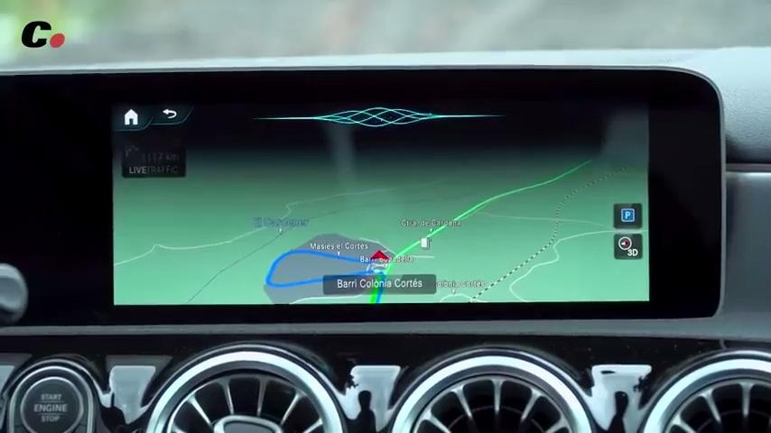 """Cuando quieres probar la """"inteligencia artificial"""" de un Mercedes, y te sorprende con un metachiste"""