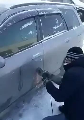 Cuando te dejas las llaves dentro del coche y tu seguro no cubre lunas