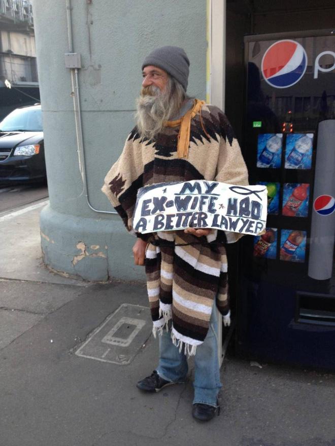 Mendigos que se merecen 1€ por la originalidad de sus carteles
