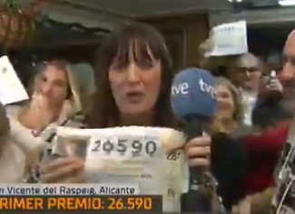 Una reportera de TVE celebra en directo que le ha tocado el gordo de la lotería, pero luego resulta que... es mentira