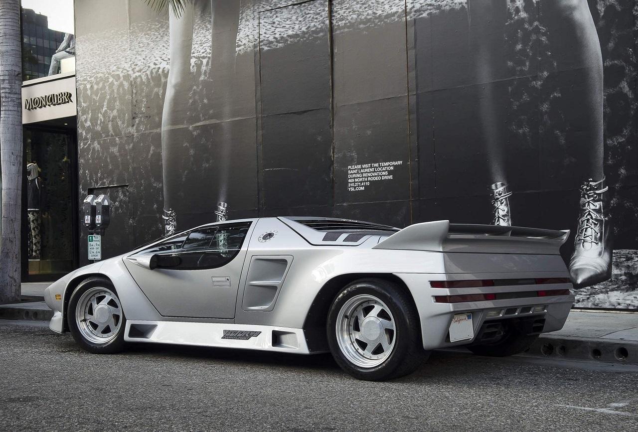 Doug Demuro analiza el Vector W8, uno de los coches con el diseño más extremo de su época