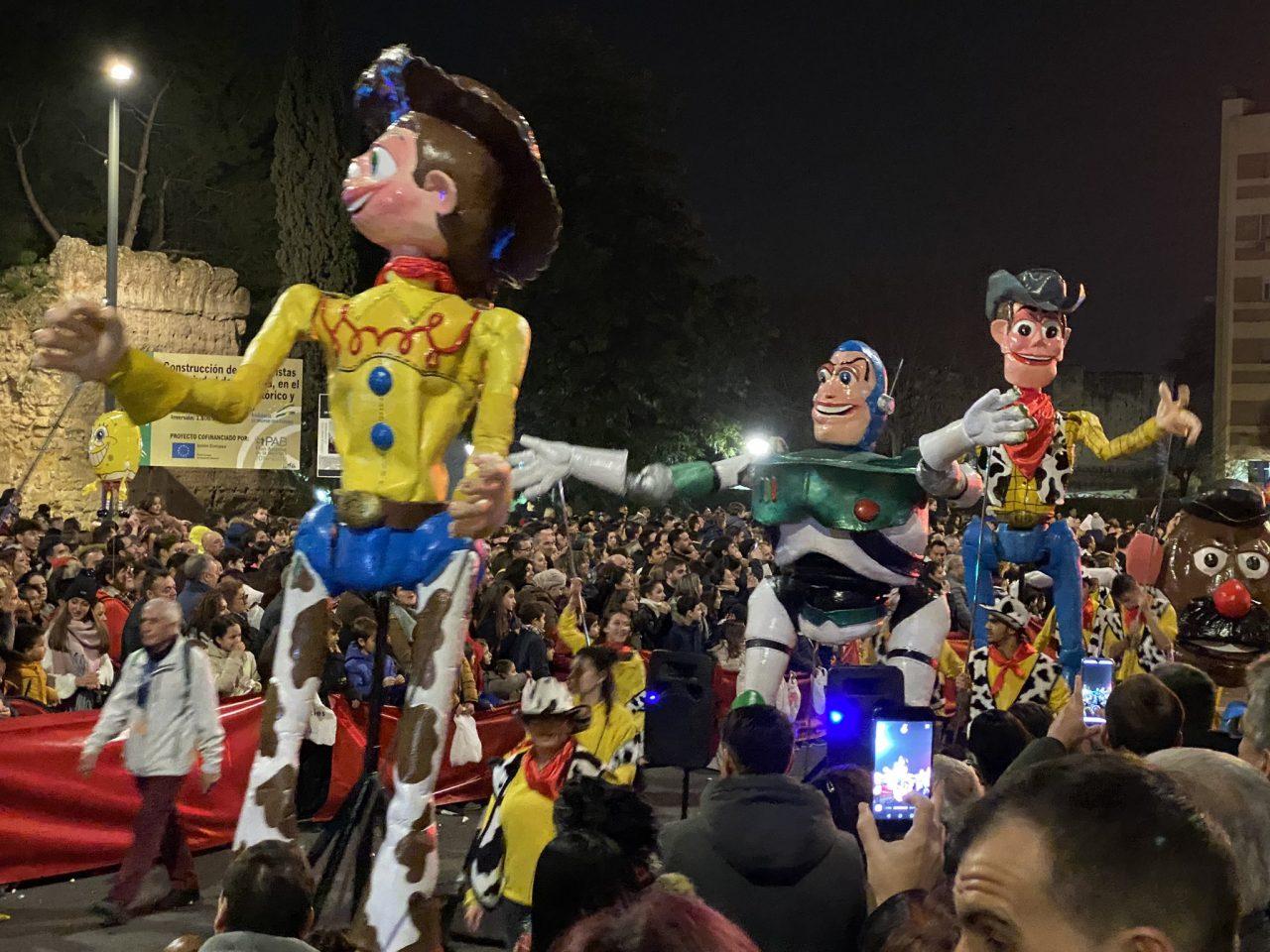 Ojo a la cabalgata Toy Story de un universo paralelo en el que todos los muñecos son Politoxicómanos (Córdoba)