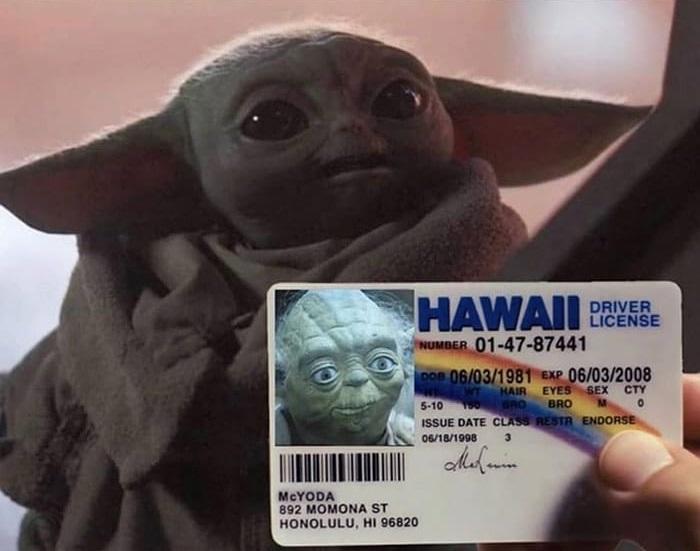 Yo usando el documento de identificación de un amigo mayor para intentar entrar en la discoteca
