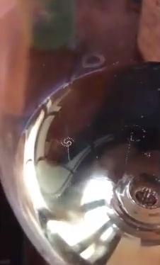 Cuando no sabes si estás borracho o realmente se están formando galaxias en tu copa de champán...