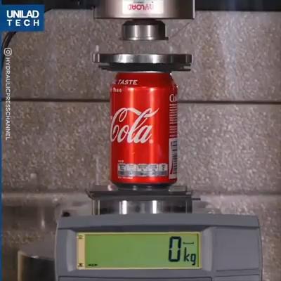 ¿Cuánto peso es capaz de soportar una lata de Cocacola?