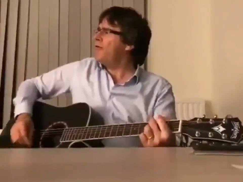 Puigdemont canta flamenco en la intimidad