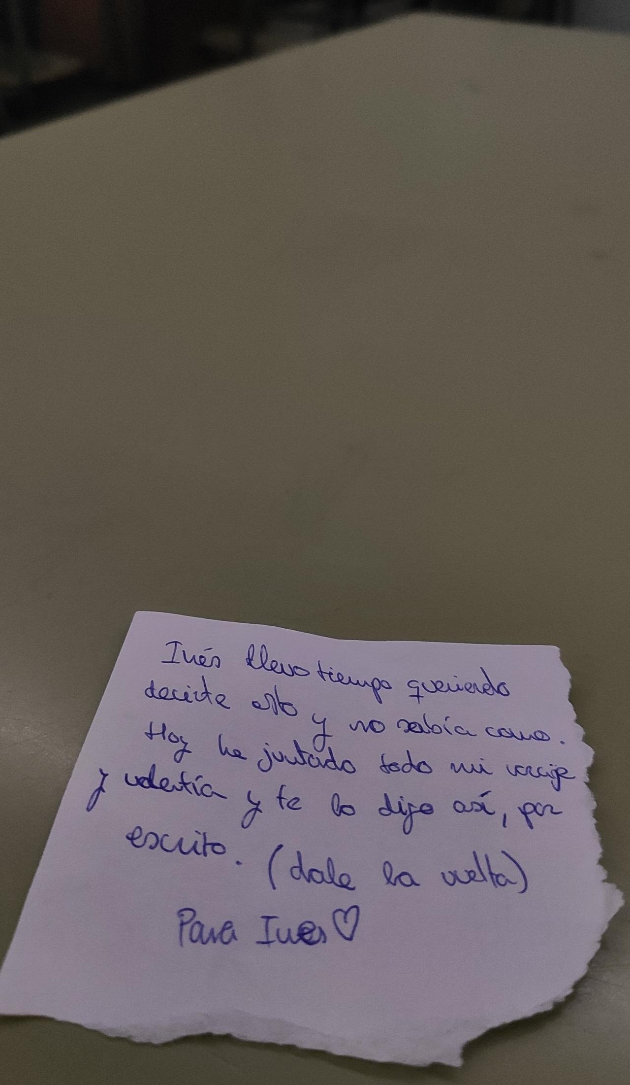 Misterioso mensaje anónimo para una compañera de clase