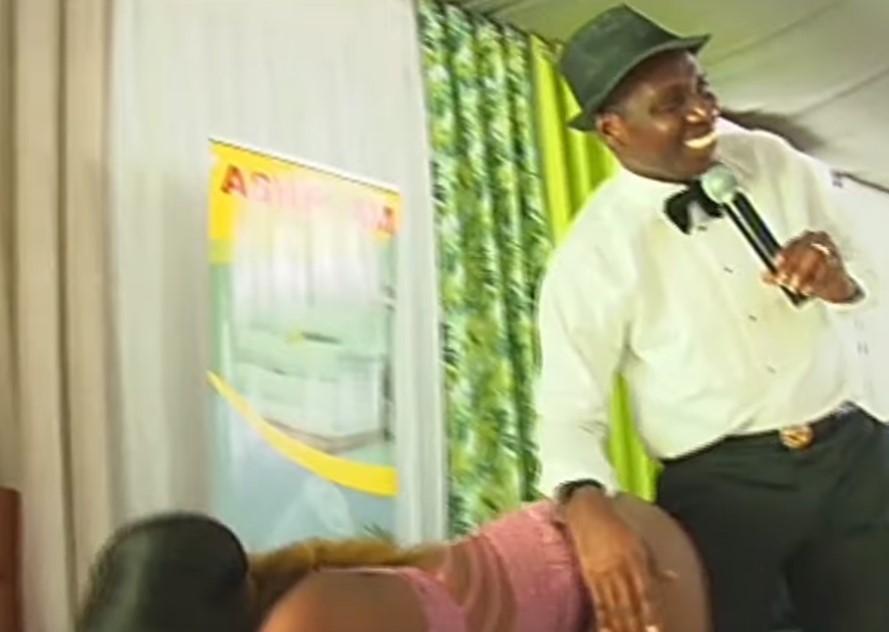 Charla chanante de un señor ghanés sobre secso y plaser