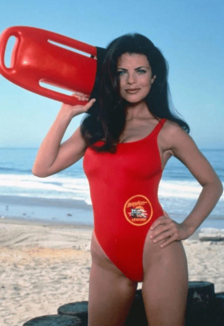 Así es ahora Yasmine Bleeth, la morena de Vigilantes de la Playa.